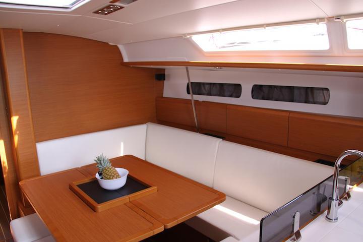 Sun Odyssey 439 owner version